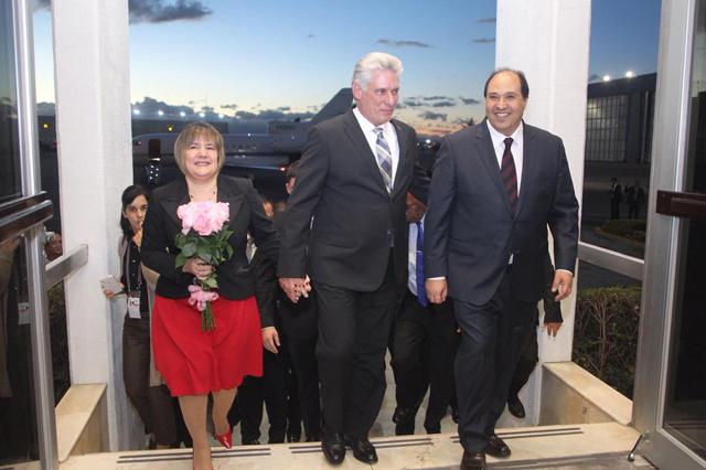 Llega a México el presidente de Cuba para asistir a investidura de AMLO