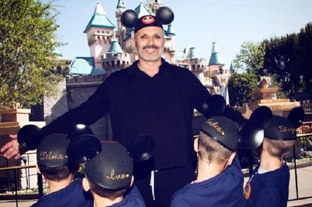 Hackers extorsionan a Miguel Bosé y él revela el rostro de sus hijos