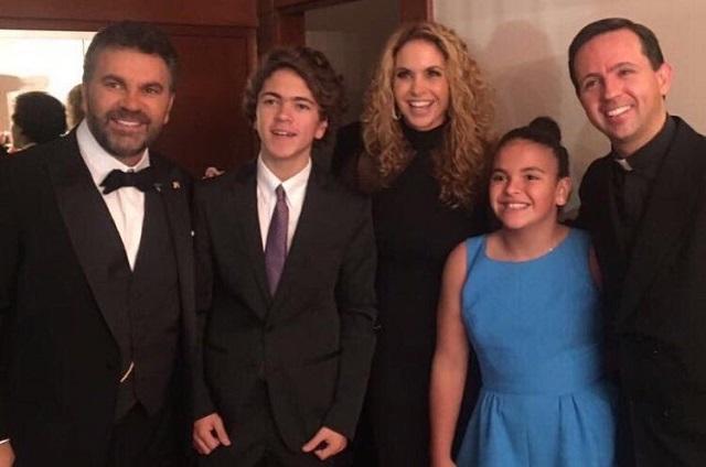 Lucero e hijos acompañan a Mijares durante concierto en Bellas Artes