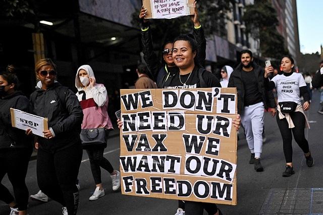 Miles se manifiestan en Australia contra el confinamiento