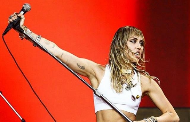 ¿Miley Cyrus confirma relación con Cody Simpson?