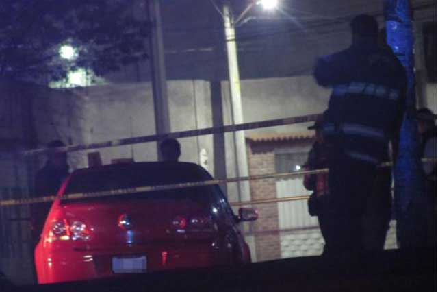 Matan y calcinan a un militar dentro de un auto en el Estado de México