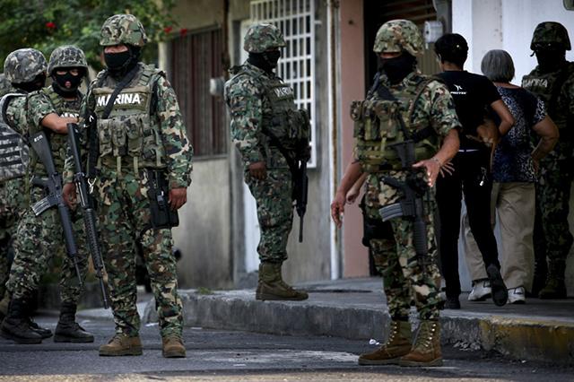 Afirma Segob que los militares seguirán en las calles