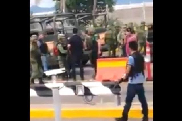 Graban en Culiacán video en el que sicarios y militares se saludan