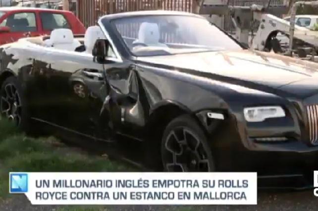 Millonario estrella su Rolls-Royce cuando viajaba con chicas en bikini