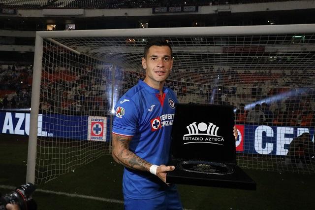 Rompe récord el Estadio Azteca y celebra su gol 10 mil