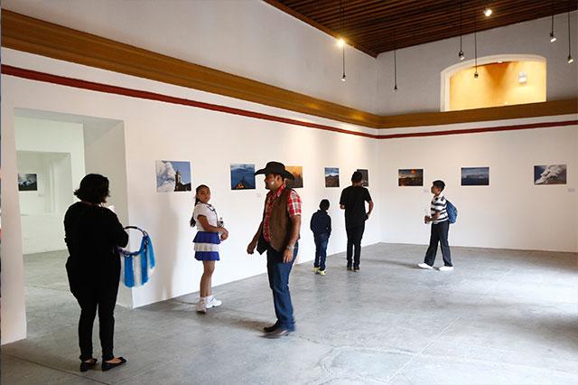 Reinicia exposición fotográfica Miradas al Coloso