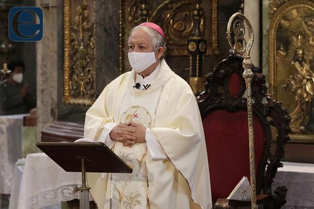 Por precaución ante Covid, arzobispo de Puebla no vota