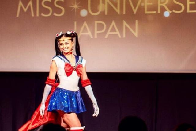 Miss Japón aparece en evento de Miss Universo disfrazada de Sailor Moon