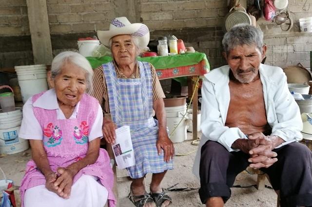 Don Epifanio y doña Caritina sobreviven con carencias en la Mixteca