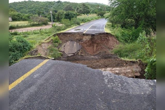 Lluvias dañan carreteras y provocan deslaves en la Mixteca Poblana