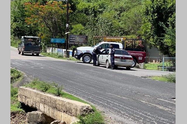 Transportistas de la Mixteca exhiben corrupción en retenes viales