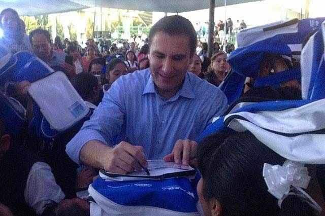 Prepara PRI denuncia por entrega de mochilas con logo del PAN