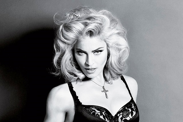 Ex modelo Amanda Cazalet habla del beso que le dio Madonna