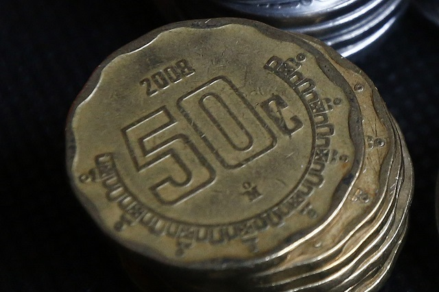 Monedas de 50 centavos con error en año se venden en miles de pesos