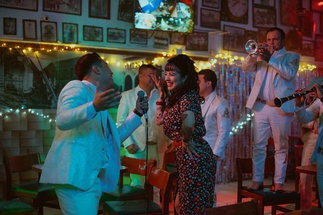 Mon Laferte estrena canción junto a La Arrolladora Banda el Limón