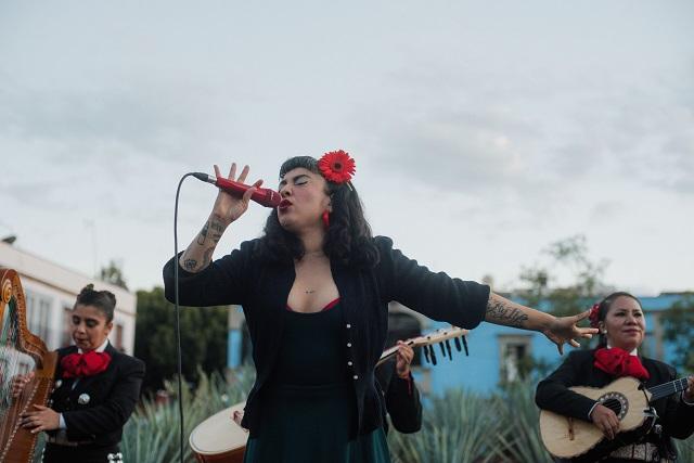 Mon Laferte graba video de Que Se Sepa Nuestro Amor en Garibaldi