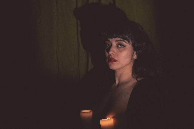 Mon Laferte estrena la canción Se me va a quemar el corazón