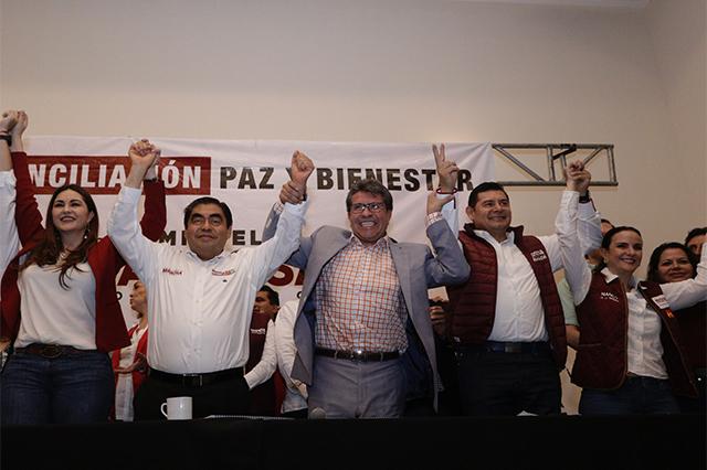 Monreal encabeza a senadores de Morena para dar apoyo a Barbosa