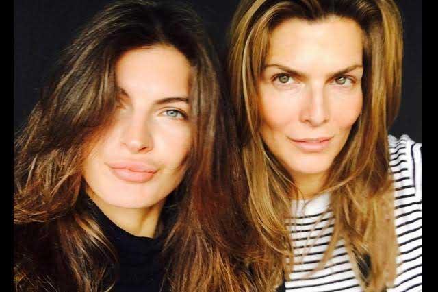 Montserrat Oliver y Yaya Kosikova aparecen en portada de revista