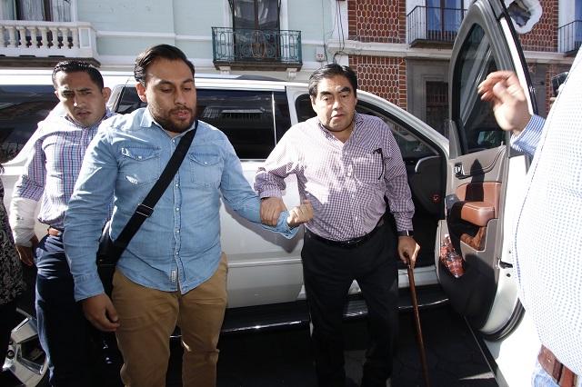 Con ediles y diputados arma Barbosa un frente contra Alonso