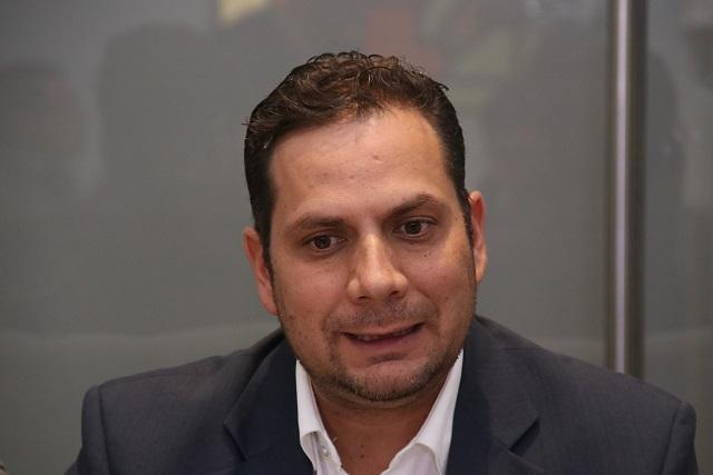 Diputado de Morena junta firmas para revocar concesión del agua