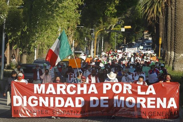 Sin miedo al Covid, morenistas marchan contra dirigentes