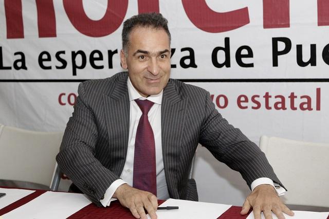 Dirigente de Morena en Puebla rechaza remoción y no se va