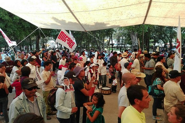 Expriísta y dos dirigentes buscan candidatura de Morena en la capital