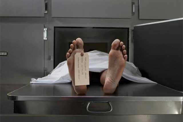 Joven cae alcoholizado pierde conocimiento y despierta en la morgue