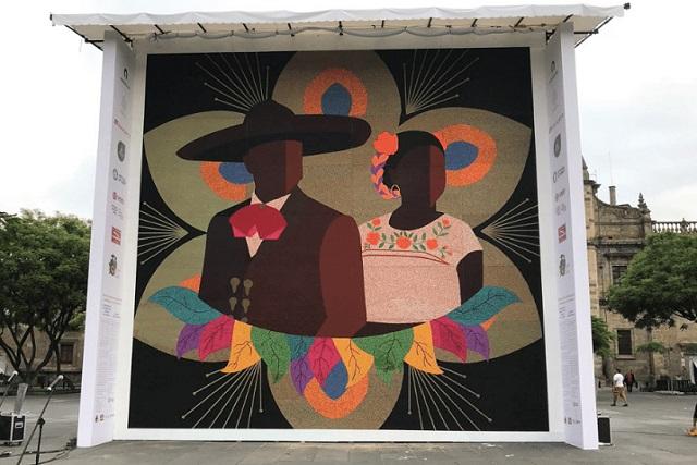 Wixárikas ganan Récord Guinness con un gigantesco mosaico de chaquira