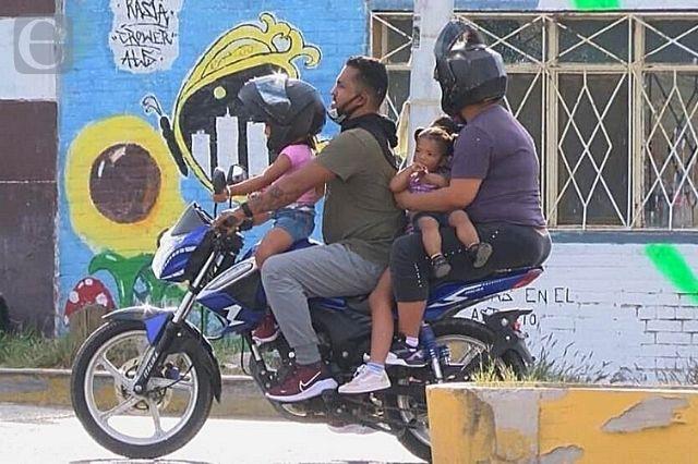 Se niegan a usar casco y suben muertes en moto en la Mixteca