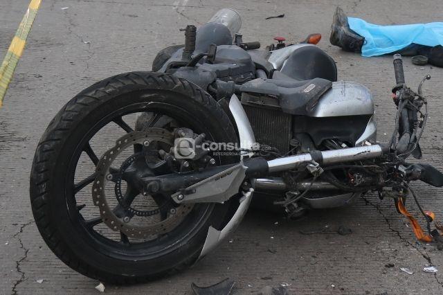 Muere motociclista tras ser atropellado en Ajalpan
