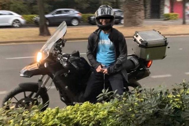Exhiben a motociclista que persiguió a mujer para masturbarse frente a ella