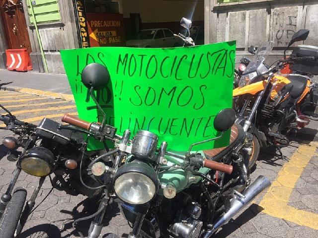 Regulación de motociclistas genera protesta en el Congreso