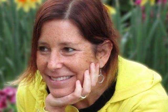 Muere la escritora que conmovió las redes por buscarle esposa a su marido