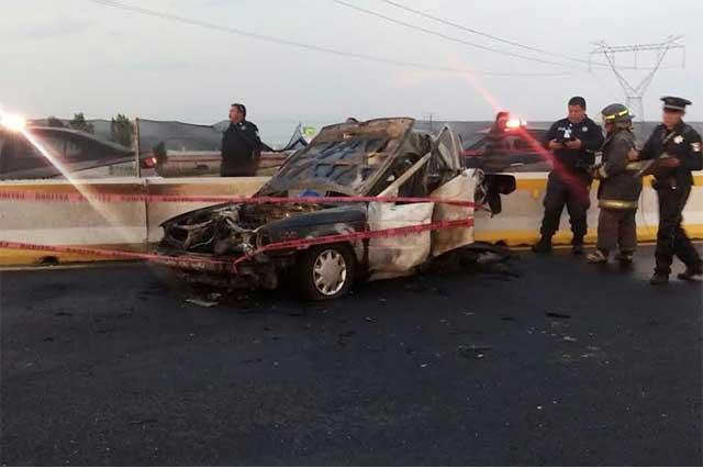 Pasajero muere calcinado al chocar el taxi en que viajaba