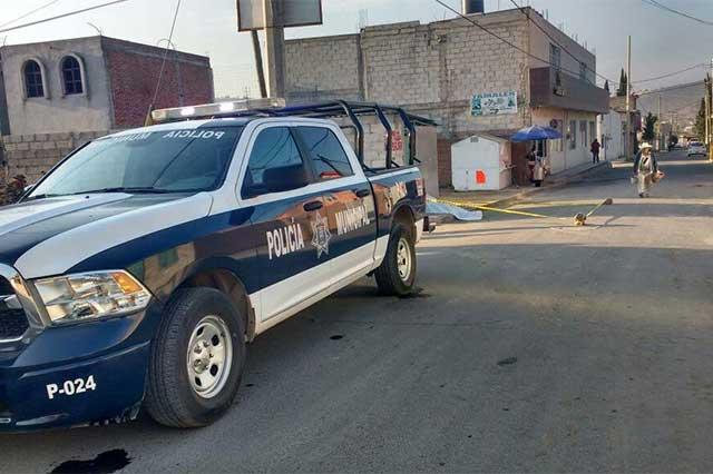 Hombre adicto al alcohol muere en la vía pública en Amozoc