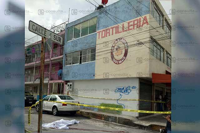 Hombre se lanza desde un segundo piso y muere, en Loma Linda