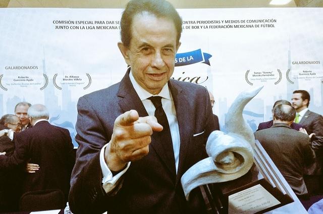Muere Alfonso Morales, icónico cronista de la lucha libre mexicana