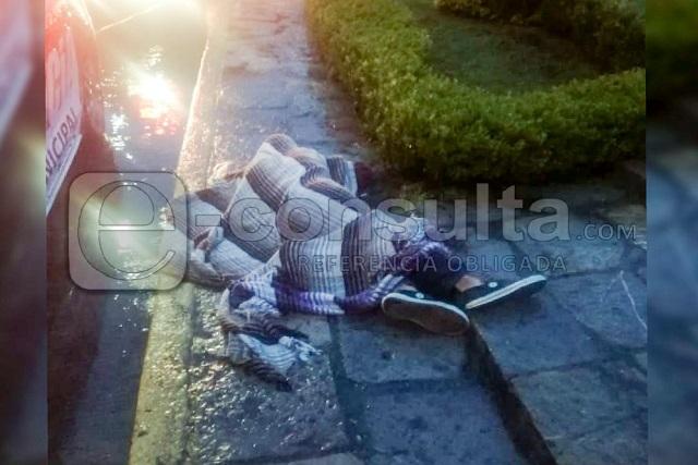 Muere hombre por frío junto a la fuente de la China Poblana