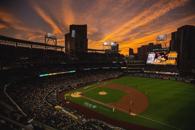 MLB: Madre e hijo mueren al caer del estadio de los Padres