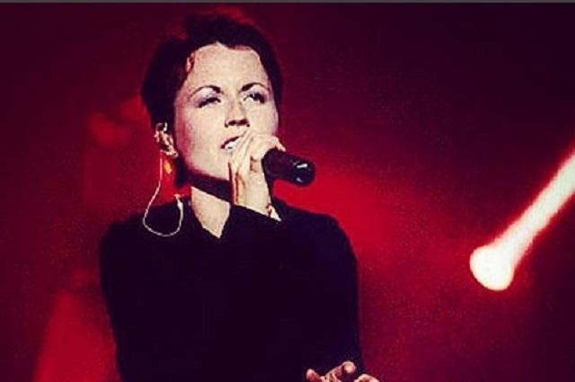 Vocalista de The Cranberries murió ahogada en su bañera