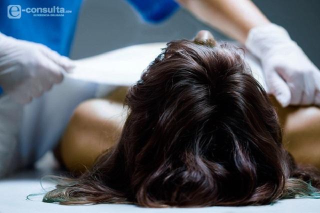 Hallan a mujer muy golpeada que más tarde muere en hospital