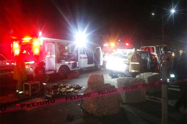 Fallecen dos personas en aparatoso choque de la Puebla-Tehuacán