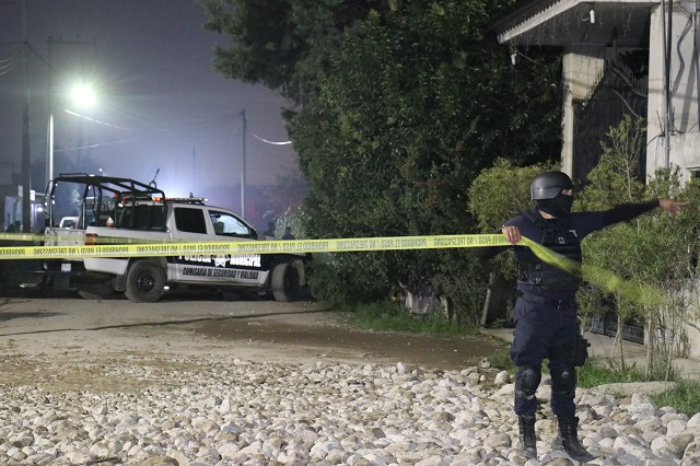 Mueren tres cuando ordeñaban gas LP en huachitunel de Coronango