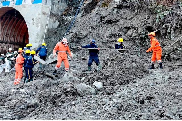 Al menos 18 muertos y 200 desaparecidos en India tras avalancha en el Himalaya