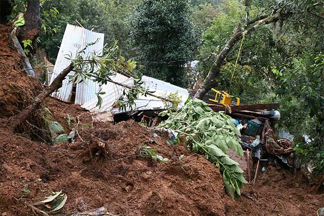 Katia deja dos muertos por un deslave en Xalapa