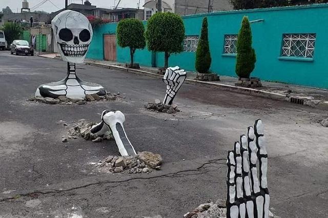 Ingenio mexicano: colocan esqueletos saliendo de baches