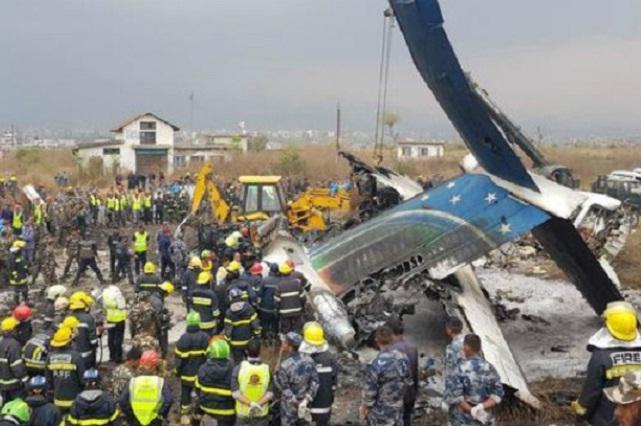 Mueren 49 personas en accidente de avión en Nepal